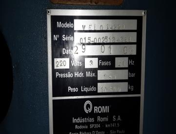 Foto: INJETORA DE PLÁSTICO ROMI VELOX 220 ANO 2003